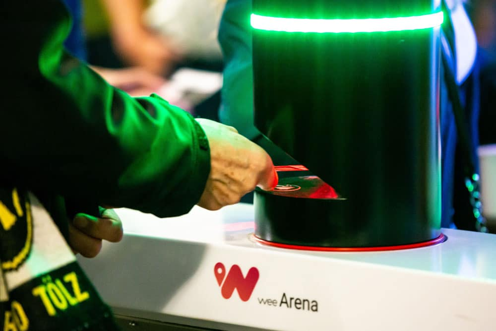 wee offre le premier système de paiement ouvert au stade